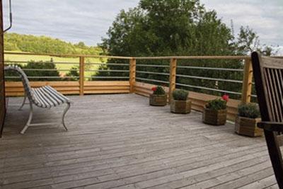 Les aviv s de l 39 est mettent l 39 accent sur la terrasse cmp bois - Lame de terrasse en acacia ...