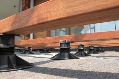 plots r glables pour terrasses bois solidor. Black Bedroom Furniture Sets. Home Design Ideas